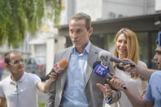 Inalta Curte atentioneaza ca fenomenul VIP-urilor care fug din tara se amplifica. Despre Radu Mazare: S-a sustras de la judecata