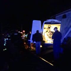 Inca o femeie din microbuzul lovit de tren a murit la spital. Alti doi oameni sunt in stare critica