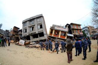 Inca sase romani, prinsi de cutremurul devastator din Nepal