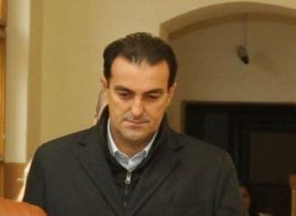 """Inca un """"scriitor"""" in inchisoare: Ce politician scrie despre producerea preparatelor din carne"""