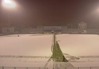 Inca un meci din Liga 1 risca sa fie amanat: Gazon acoperit de zapada la Botosani