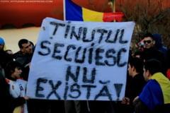 """Inca un scandal in sportul romanesc! Un banner cu mesajul """"Tinutul secuiesc nu exista"""" a fost indepartat cu Politia la Dej"""