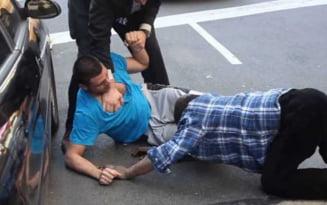 Incaierare in plina strada, la Braila. Un tanar a ajuns la spital dupa ce a fost lovit cu brutalitate