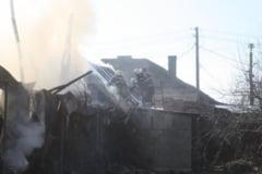 Incendiu. Un fulger a semanat panica intr-o localitate din Caras-Severin