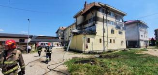 Incendiu cu victime in Racaciuni. Pompierii au reusit sa salveze 4 persoane iar alte 8 s-au autoevacuat