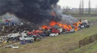 Incendiu de proportii in Hunedoara. Un nor urias de fum negru s-a ridicat deasupra localitatii Simeria VIDEO