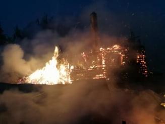 Incendiu devastator la Belis! Trei case si trei anexe s-au facut scrum - FOTO si VIDEO