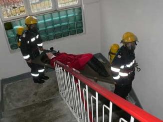 Incendiu in Capitala: Un mort, mai multe persoane evacuate