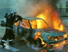 Incendiu in Slatina - zece masini si caroserii, cuprinse de flacari