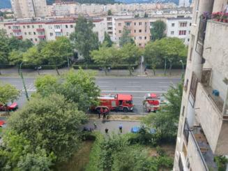 Incendiu in apartamentul gol, nu vor mai gasi nimic in casa. Alarma a fost data de vecini, 20 de oameni au iesit in strada