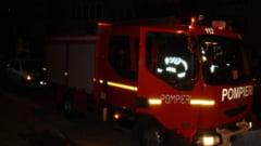 Incendiu in curtea de la El Gringo - Au ars trei casute din lemn