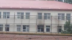 Incendiu intr-o camera. Zeci de asistati evacuati dintr-un centru social din Caras-Severin