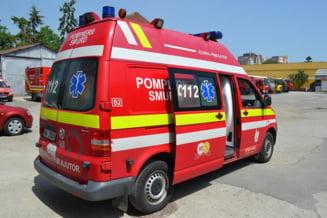 Incendiu intr-un bloc din Bistrita: Un om a murit si mai multe persoane s-au intoxicat cu fum