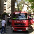 Incendiu intr-un bloc din Bucuresti. Locatarul a intrat in conflict cu vecinii si politistii, fiind imobilizat VIDEO