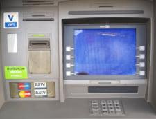 Incendiu la Arad dupa ce hotii au aruncat in aer un bancomat UPDATE