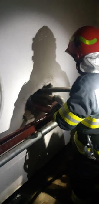 Incendiu la Spitalul din Bacau. Pompieri intervin la etajele superioare