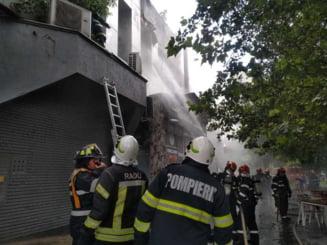 Incendiu la complexul de la Piaţa Delfinului din București. 65 de persoane au fost evacuate