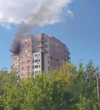 Incendiu la etajul 10 al unui bloc de pe Stefan cel Mare