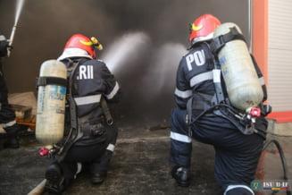 Incendiu la o casa din judetul Sibiu. Un barbat a fost intoxicat usor cu fum, iar doua femei au facut atac de panica