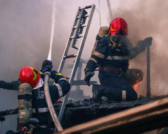 Incendiu la o navă din Portul Constanta. Echipajele de salvare intervin pentru a lichida focarul
