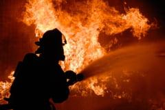 Incendiu la o sonda de gaz din Satu Mare: Zeci de pompieri se lupta cu flacarile