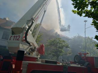 Incendiu la o vila din Primaverii. Traficul a fost restrictionat (Foto)