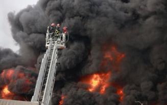 Incendiu la un depozit de materiale reciclabile din Buzau. A fost emis mesaj Ro-Alert