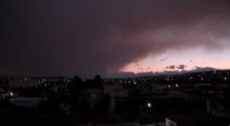 Incendiu masiv pe insula Evia din Grecia. Fumul a ajuns deasupra Atenei (Foto&Video)