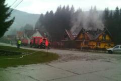 Incendiu puternic in Caras-Severin. Doua case distruse de flacari