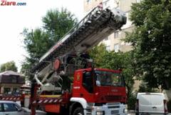 Incendiu puternic intr-un bloc din Targu Mures: Trei persoane au fost ranite, peste 20 evacuate