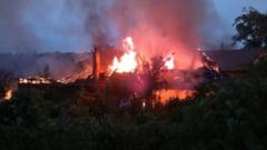 Incendiu puternic la Matnicu Mare. Flacarile uriase au transformat o casa intr-un morman de moloz
