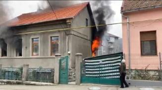 Incendiu puternic la o casa de pe strada Pictor Andreescu VIDEO
