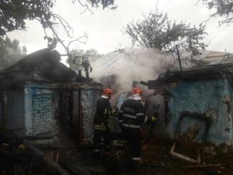 Incendiu puternic la o casa din Calugareni. 13 pompieri s-au luptat cu flacarile! (FOTO)