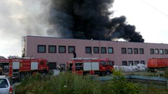 Incendiu puternic la o fabrica din Jilava: Flacarile se vad de la mare distanta