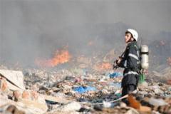 Incendiu puternic la o groapa de gunoi de langa Capitala
