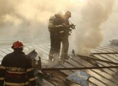 Incendiu puternic la o hala din Agigea. Exista pericol de explozie