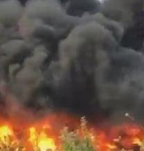 Incendiu puternic langa Ploiesti: Zeci de pompieri se lupta cu flacarile