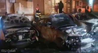 cinci autoturisme au fost mistuite de flăcări într-o parcare