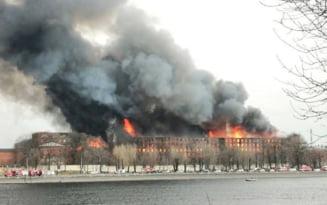 Incendiu urias la o cladire istorica din Sankt Petersburg. Un pompier a murit, iar alti doi sunt raniti VIDEO