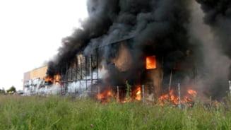 Incendiu urias langa Bucuresti: Un pompier a murit (Video) UPDATE