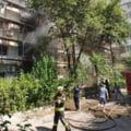 Incendiu violent într-un bloc din București. Zece autospeciale de stingere, trimise la intervenție. Un polițist s-a tăiat la braț, iar unui pompier i s-a făcut rău UPDATE VIDEO