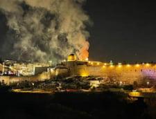 Incendiu violent in incinta Esplanadei Moscheilor din Ierusalim unde se aflau mii de credinciosi pentru rugaciunea de seara VIDEO