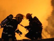 Incendiu violent in nordul Capitalei: O shaormerie a luat foc
