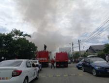 Incendiu violent izbucnit la un centru de colectare a deseurilor din Bucuresti. In cladire sunt depozitate mai multe butelii