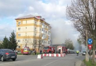 Incendiu violent la un bloc de locuinte din Giurgiu. 25 de persoane au fost evacuate