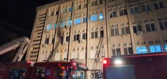 Incendiul a fost stins in circa 20 de minute. Au intervenit peste 150 de persoane, cu 35 de mijloace