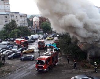 Incendiul devastator de la Barlad. Sapte locuinte au fost distruse de flacari. 18 persoane au fost evacuate VIDEO UPDATE