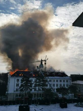 Incendiul izbucnit la Palatul Administrativ Suceava a afectat birourile cu servere si documente ale STS si SRI