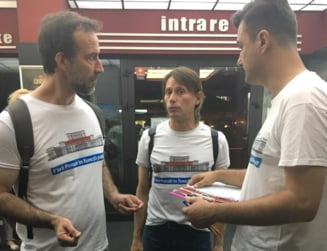 "Incepe ""Saptamana actorilor"": Marius Manole si Serban Pavlu si-au pus tricourile #FaraPenali si strang semnaturi in strada UPDATE"