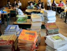 Incepe scoala, dar razboiul continua in ce priveste licitatia pentru manuale